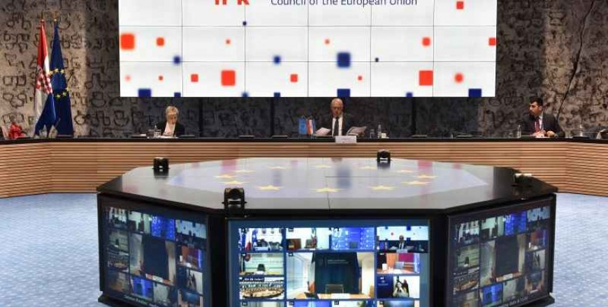 Opinie: țările UE ar trebui să evite reducerea cheltuielilor pentru apărare